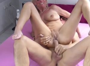Jaw-dropping Mature Divorced Wifey..
