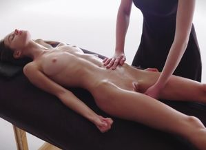 Girl/girl Massage-Leona has a Blessed..