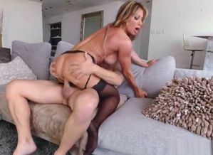 Seduced By A Milf - Farrah Dahl chad..