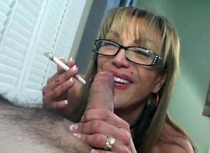 Mature gives a bj and smokes a ciggie