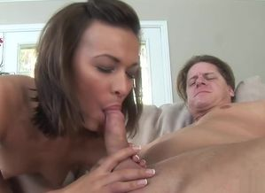 Crissy Moon enjoys to do some ass..