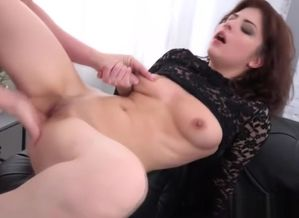 Angelin Fun gets her fuck-holes gaped